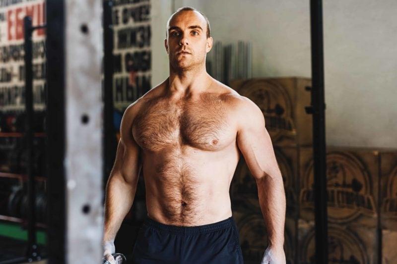 Mann med høy muskelmasse