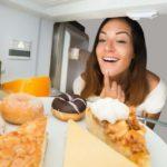 En kvinne som trenger råd for å dempe søtsuget