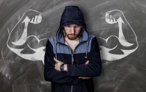 Å bygge større biceps kan være frustrerende