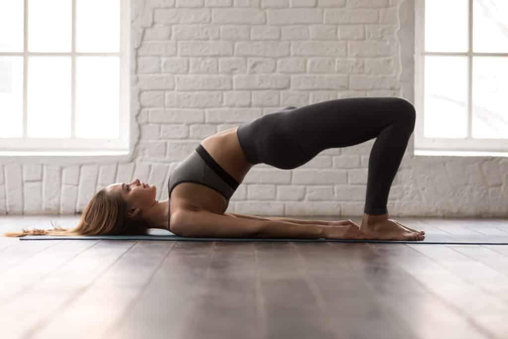 Man kan trene seg til strammere lår og rumpe med hip thrust