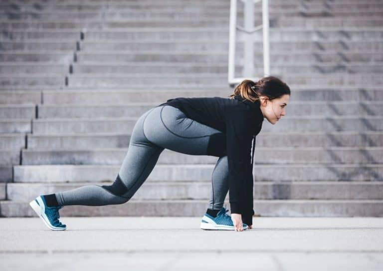 Kvinne som skal løpe 30/30-intervaller