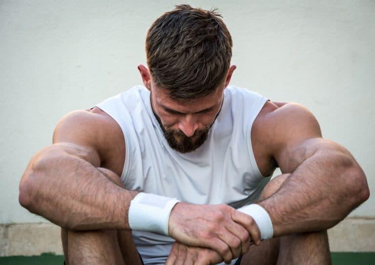 Mann som er sliten etter trening