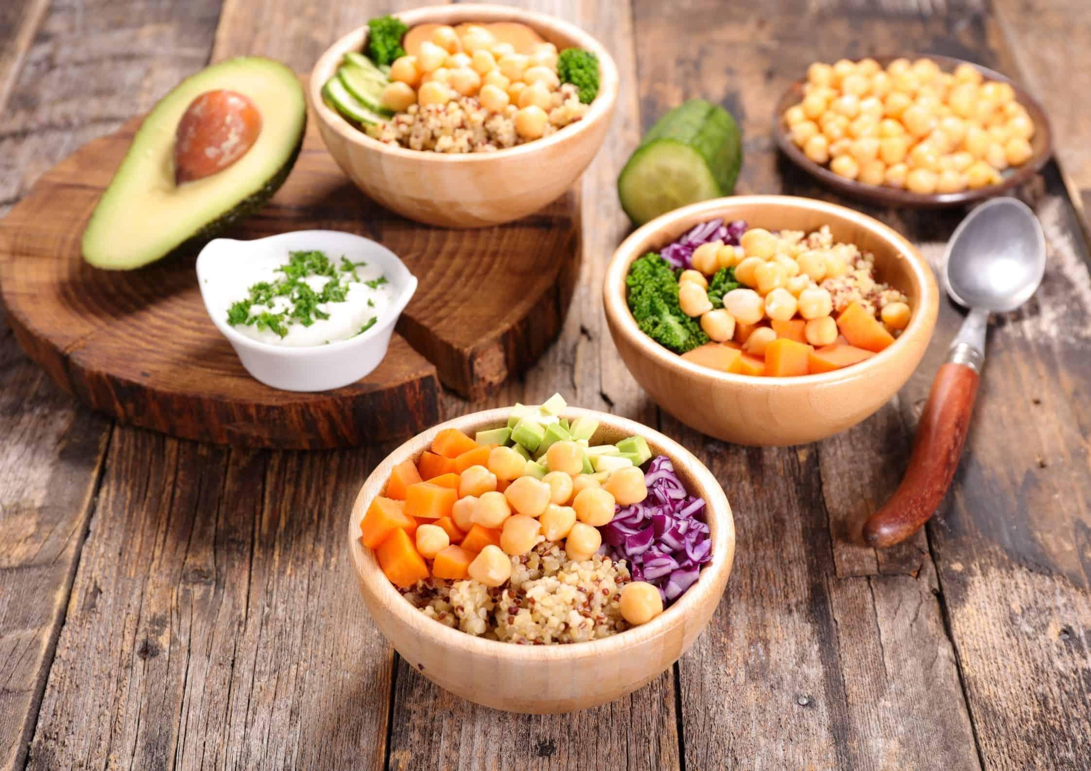 Mange små måltider på et bord